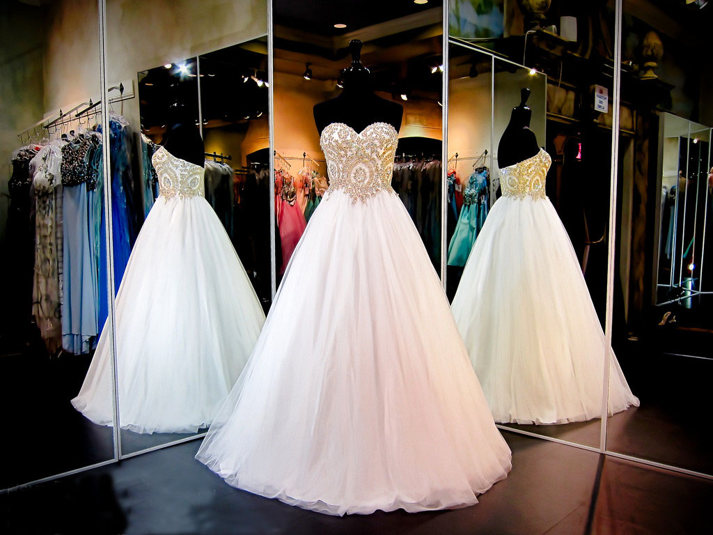 Gorgeous White Strapless Sweetheart Ball Gown Sparkly Tulle Wedding